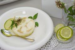Sobremesa da torta do limão fotografia de stock royalty free