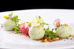 Sobremesa de jantar fina, gelado da morango/quivi Imagens de Stock