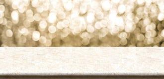 Sobremesa de mármol vacía con el backgr chispeante del extracto del bokeh del oro Foto de archivo libre de regalías