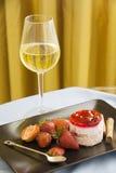 Sobremesa deliciosa com framboesas frescas Imagens de Stock