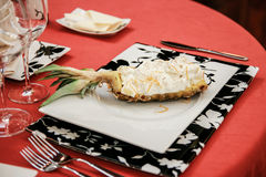 Sobremesa deliciosa do abacaxi com creme Imagem de Stock