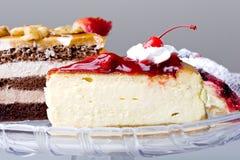 Sobremesa deliciosa do bolo de queijo da cereja do gourmet Fotografia de Stock