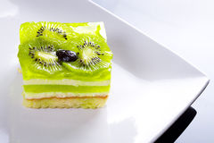 Sobremesa deliciosa do bolo do quivi Imagens de Stock