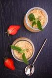 Sobremesa do biscoito e do creme do leite condensado Fotografia de Stock Royalty Free