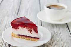 A sobremesa do bolo com  da geleia Ñ perde acima Imagens de Stock