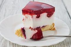 A sobremesa do bolo com  da geleia Ñ perde acima Imagem de Stock Royalty Free