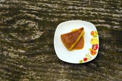 Sobremesa do caramelo de nata da torta de fruta foto de stock