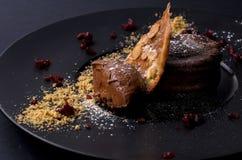 sobremesa do chocolate com cookies e porcas Fotografia de Stock Royalty Free