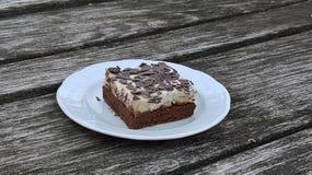 Sobremesa do chocolate com creme chicoteado imagens de stock royalty free