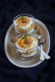 Sobremesa do coalho com tangerinas foto de stock