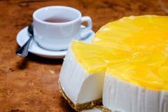Sobremesa do requeijão e dos pêssegos Foto de Stock