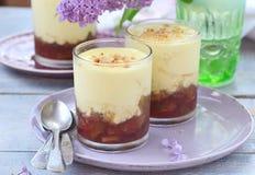 Sobremesa do ruibarbo com anglaise da nata Fotografia de Stock Royalty Free