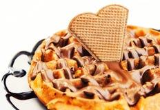 Sobremesa do waffle com creme do chocolate e da avelã Foto de Stock Royalty Free