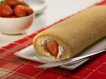 Sobremesa doce do alimento, bolo no ajuste mínimo Imagem de Stock