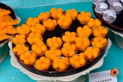 Sobremesa dourada tailandesa tradicional no teste padrão da semente do ovo fotografia de stock royalty free