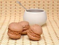 Sobremesa e chávena de café Fotos de Stock Royalty Free