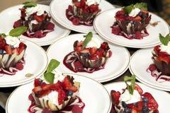 Sobremesa e frutas Imagens de Stock Royalty Free