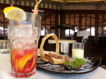 Sobremesa e limonada Imagens de Stock Royalty Free