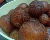 Sobremesa indiana: Gulab Jamun foto de stock
