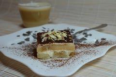 Sobremesa italiana do Tiramisu com copo de café Fotos de Stock