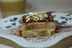 Sobremesa italiana do Tiramisu com copo de café Fotografia de Stock Royalty Free