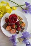 Sobremesa luxuosa com morangos Imagem de Stock Royalty Free