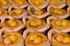 Sobremesa tailandesa em uns potenciômetros de argila, feijão de Mung fotos de stock