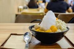 Sobremesa taiwanesa tradicional com bola do Taro, bola da batata doce, Foto de Stock