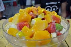 A sobremesa tradicional do not-so de Taiwan, gelo barbeado mais o frui Fotografia de Stock