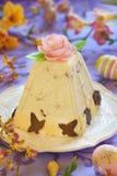 Sobremesa tradicional do requeijão da Páscoa com laranja e chocolate fotos de stock royalty free