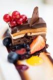Sobremesa tripla do chocolate fotografia de stock