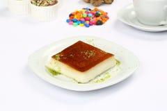 Sobremesa turca Kazandibi e café Imagem de Stock Royalty Free