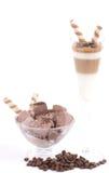 Sobremesas do gelado de chocolate com feijões de café Fotos de Stock Royalty Free