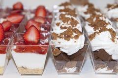 Sobremesas em vidros pequenos Imagens de Stock