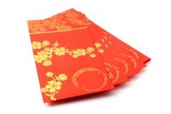 Sobres rojos para la celebración china del Año Nuevo sobre el fondo blanco Fotografía de archivo