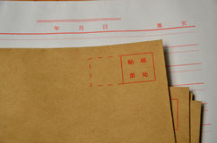 sobres y escritura-papel Foto de archivo