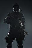 Sobrevivente nuclear disparado estúdio com armas Foto de Stock Royalty Free