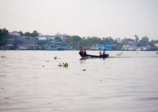 SOC TRANG, VIETNAM - JAN 28 2014: Unidentified man rowing boats Stock Photography