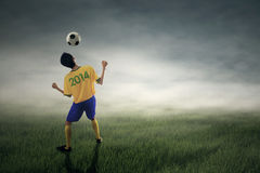 Soccer player heading ball Royalty Free Stock Photos