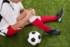 Soccer player with knee injury Royalty Free Stock Photography
