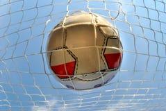Soccerball i netto Royaltyfria Foton