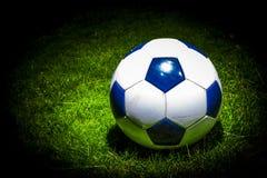 Soccerball i strålkastaren Arkivbild