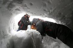 Soccorritore dal servizio di salvataggio della montagna Fotografie Stock Libere da Diritti
