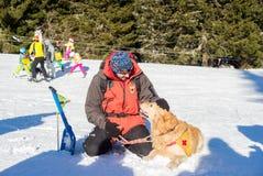 Soccorritore ed il suo cane di servizio Fotografie Stock Libere da Diritti