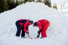 Soccorritori a servizio di salvataggio della montagna Fotografie Stock Libere da Diritti