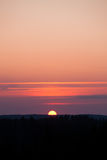 Słońce ustawia nad lasem Zdjęcie Royalty Free