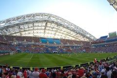 Sochi, el fisht del estadio Las fans llenaron el estadio Partido Portugal contra España imagenes de archivo