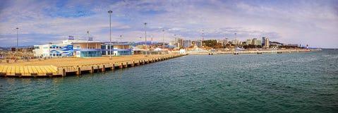 SOCHI, RÚSSIA - 29 DE ABRIL DE 2015: Porto da estação marítima Imagens de Stock Royalty Free