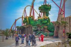 SOCHI, RÚSSIA - 21 DE FEVEREIRO DE 2014: Atração com uma escultura do dragão Foto de Stock Royalty Free