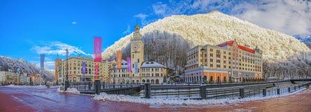 """SOCHI, RÚSSIA - 10 DE JANEIRO DE 2015: Manhã ensolarada na estância de esqui """"Rosa Khutor"""" Fotografia de Stock Royalty Free"""
